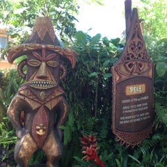 Photo taken at Enchanted Tiki Room by Edward R. on 6/28/2013