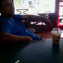 Photo taken at Italia Coffee House by Stefan G. on 8/26/2013