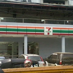 Photo taken at 7-Eleven by Kurdi L. on 9/12/2013
