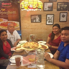 Photo taken at Shakey's by Shiela P. on 9/20/2015