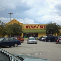 Photo taken at Winn-Dixie by Bobby B. on 10/6/2012