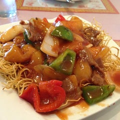 Photo taken at May Flower Chinese Cuisine by Joe Y. on 2/2/2013