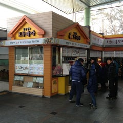 Photo taken at 천안삼거리휴게소 by Sungbum Danny H. on 1/20/2013