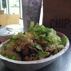 Photo taken at Chipotle Mexican Grill by Kent V. on 10/4/2012