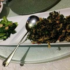 Photo taken at Restoran Pekin 北京楼 by Alexander Y. on 4/6/2015