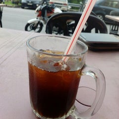 Photo taken at Restoran Nawas Maju by Fadzli T. on 5/22/2015
