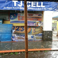 Photo taken at Terminal Feeder Busway Trans BSD by Leonita E. on 12/2/2012