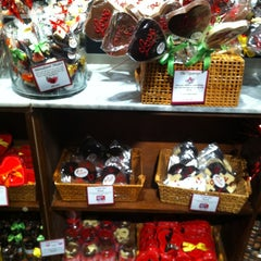 Photo taken at Jacques Torres Chocolate by Aynur K. on 1/27/2013