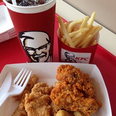 Photo taken at KFC (เคเอฟซี) by Norramon on 5/30/2015