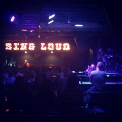 Photo taken at Pete's Dueling Piano Bar by Oleta C. on 8/2/2014