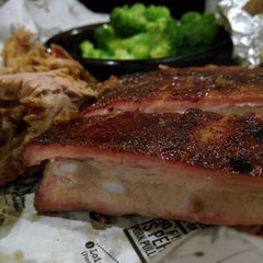 Photo taken at Sonny's BBQ by Todoleo on 9/19/2015