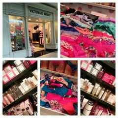 Photo taken at Victoria's Secret PINK by Sandra F. on 10/20/2013