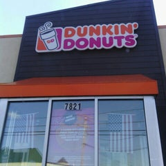 Photo taken at Dunkin' Donuts by Crystal C. on 2/27/2016