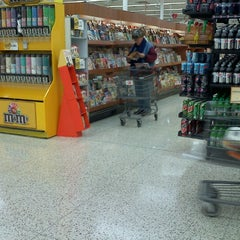 Photo taken at Hy-Vee by Tommy L. on 1/25/2013