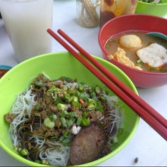 Photo taken at Uncle Lim Pan Mee by Kenzi Park on 2/2/2013