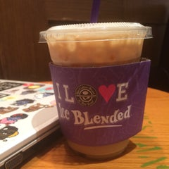 Photo taken at The Coffee Bean & Tea Leaf by Sun-young L. on 8/23/2015