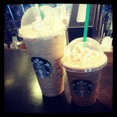 Photo taken at Starbucks by Geekieste on 11/25/2012
