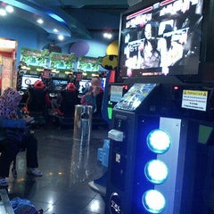 Photo taken at Timezone by Heny P. on 5/1/2015