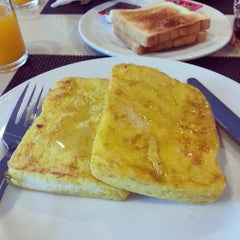Photo taken at Samran Place Hotel (โรงแรมสำราญเพลส) by Suhaila B. on 11/3/2014