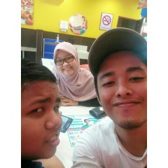 Photo taken at Domino's Pizza by Hafiz D. on 7/4/2015