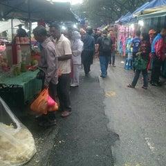 Photo taken at Pasar Malam Jalan Kuching by Athirah Nadiah J. on 10/29/2015