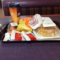 Photo taken at McDonald's by Villa L. on 2/23/2013
