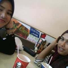 Photo taken at KFC by Noor A. on 8/6/2015