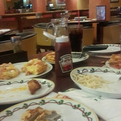 Photo taken at The Pizza Company by Smurf A. on 6/16/2015