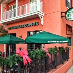 Photo taken at Starbucks by Haroldo F. on 12/21/2012