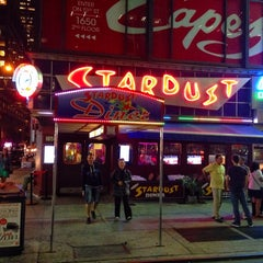 Photo taken at Ellen's Stardust Diner by Haroldo F. on 10/5/2013