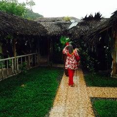 Photo taken at Restoran Istana Bambu by Faiz R. on 10/17/2015