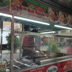 Photo taken at Rafiqi's Halal Food by Alexie N. on 8/16/2013