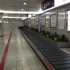 Photo taken at 福岡空港 手荷物受取台 by にっさん 2. on 5/27/2013