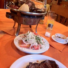 Photo taken at Restaurant 4 Puntos by Evelyn S. on 11/20/2012