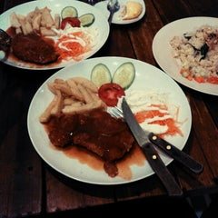 Photo taken at Cafe D'Durens by Fitri R. on 7/13/2014