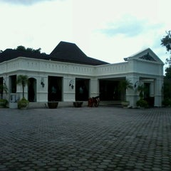 Photo taken at Museum Batik Kuno Danar Hadi by abdi k. on 2/7/2013