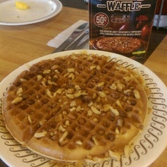 Photo taken at Waffle House by Amber Rose G. on 9/7/2015