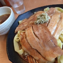 Photo taken at とろ肉つけ麺 魚とん by Uz O. on 8/20/2015