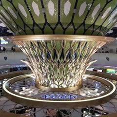 Photo taken at Abu Dhabi International Airport (AUH) مطار أبو ظبي الدولي by Marina L. on 2/4/2013