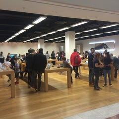 Photo taken at Apple Store, Brent Cross by Niels K. on 8/26/2015