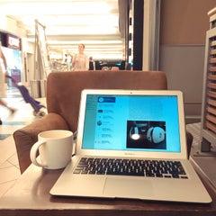 Photo taken at Starbucks by Lokin P. on 9/2/2015