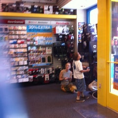 Photo taken at GameStop by Lulú D. on 7/16/2013