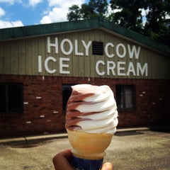 Photo taken at Holy Cow Ice Cream by Rachel M. on 8/7/2014