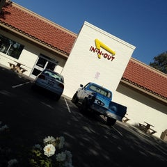 Photo taken at In-N-Out Burger by ☠Joshua R. on 6/15/2013