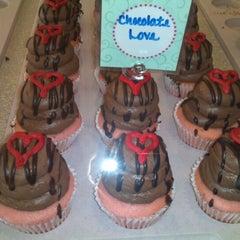 Photo taken at Gigi's Cupcakes by Lara H. on 11/13/2012