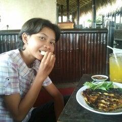 Photo taken at Warung Apung Rahmawati by Anto R. on 4/9/2014