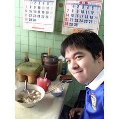 Photo taken at สมองหมูไทยทำ ถนนแพร่งภูธร ราชดำเนิน by ?????? ?. on 6/13/2015