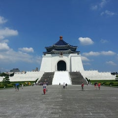 Photo taken at 中正紀念堂 Chiang Kai-Shek Memorial Hall by Theo V. on 6/8/2013