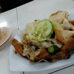 Photo taken at Barkat Roti John by Gery J. on 10/5/2014