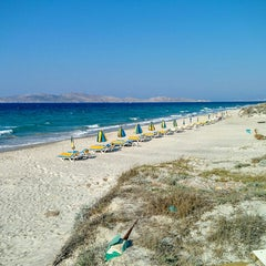 Photo taken at Παραλία Μαρμαρίου (Marmari Beach) by Julian W. on 10/4/2015